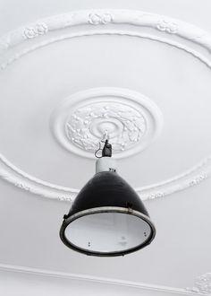 Kitchen Design Ideas, Pictures, Remodel and Decor Industrial Lighting, Home Lighting, Modern Industrial, Design Industrial, Interior Lighting, Ceiling Rose, Ceiling Lights, Ceiling Medallions, Nate Berkus