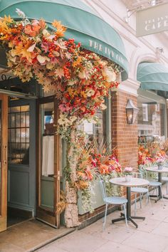 The Early Hours team's latest Autumn seasonal displays around London for the city's most iconic restaurants and shop fronts. Cafe Interior Design, Cafe Design, Flower Shop Decor, Flower Shop Displays, Vitrine Design, Shop Fronts, Travel Aesthetic, Aesthetic Shop, Coffee Shop