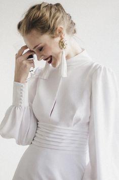 White Dresses For Women, White Wedding Dresses, Simple Dresses, Elegant Dresses, Dress Wedding, Muslim Fashion, Modest Fashion, Hijab Fashion, Fashion Dresses