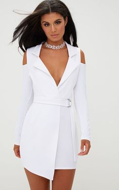 fashion dresses Get a total lust worthy look with this white cold shoulder blazer dress. Featuring belted waist and blazer style front. Style with killer heels and oversize hoop earrin Elegant Outfit, Classy Dress, Classy Outfits, Casual Outfits, Beauty And Fashion, Runway Fashion, White Fashion, Fashion 2018, Fashion Women