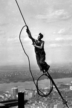 Empire state building, construction worker, way up high, city view, photo, history, black and white, handing by a 'thread'