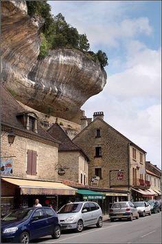Les Eyzies-de-Tayac-Sireuil by Capt' Gorgeous, via Flickr
