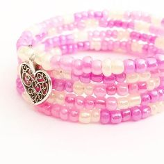 A mobile jewelry making birthday party for girls making bracelets ages 9, 10, 11 and 12.
