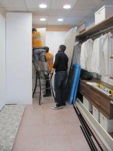 Ya puedes pasarte por nuestras instalaciones para ver los ambientes de armarios. Las exposiciones están renovándose: vestidores, correderas,...