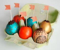 Easter Treats: Cake Baked in Egg Shells — Lait Fraise Mag Holiday Crafts, Holiday Fun, Easter Egg Cake, Egg Decorating, Easter Treats, Cake Batter, Egg Hunt, Egg Shells, No Bake Cake