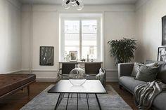 Dagens hemnetspan blir självklart den här fina bostaden . Klockren styling rakt igenom. Galet snygg kakelugn i grått!! ♥