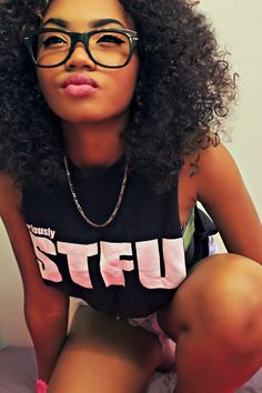 Her hair & shirt & lip color! Pelo Natural, Natural Curls, Natural Hair Journey, Curly Hair Styles, Natural Hair Styles, Pelo Afro, Shirt Hair, Natural Hair Inspiration, Curly Girl