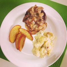 Grilled Hamburger with mashed potatoes and caramelized apples