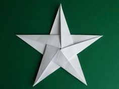How to fold a 5 pointed origami star with step by step photos. An easy way to make beautiful Christmas star decorations. Origami Christmas Star, Christmas Star Decorations, Christmas Crafts, Christmas Ornaments, Origami Dog, Origami Easy, Origami Boxes, Origami 5 Pointed Star, Dollar Bill Origami