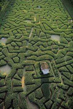 Corn labyrinth in Cordes-sur-Ciel, Tarn, France // Yann Arthus-Bertrand Beautiful World, Beautiful Gardens, Beautiful Places, Beautiful Pictures, Landscape Architecture, Landscape Design, Parks, Formal Gardens, Exterior
