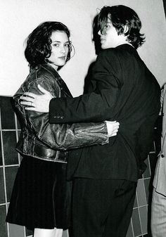 21 Reasons Johnny Depp And Winona Ryder Should Get Back Together. The Enquirer reports that Winona Ryder is trying to get back together with none other than Johnny Depp. Even if it's just a tabloid rumor, THIS IS A GREAT IDEA! Johnny Depp Winona Ryder, Winona Ryder Young, Winona Ryder Movies, Winona Ryder Style, Celebrity Gallery, Celebrity Photos, Celebrity News, Celebrity Style, Winona Forever