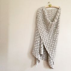 And yeay! of the Elise Shawl is done. It is half a blanket. It is a triangular blanket. For Elise, Stitch, Crochet, Shawls, Om, Blanket, Link, Image, Fashion
