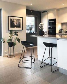 7 Auspicious Cool Tips: Ikea Kitchen Remodel Small Spaces galley kitchen remodel.U Shaped Kitchen Remodel Bar. Apartment Interior, Kitchen Interior, Kitchen Decor, Ikea Kitchen, Kitchen Ideas, Kitchen Pantry, Apartment Design, Long Kitchen, Kitchen Walls