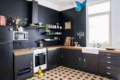 Siyah Mutfak Dolabı Modelleri | Dekorasyon fikirleri ve Tasarım fikirleri<br> Black Kitchen Cabinets, Black Kitchens, Kitchen Countertops, Wood Backsplash, Kitchen Black, Black Rooms, Black Walls, New Kitchen, Kitchen Decor