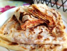 Bonjour à tous :) Comme promis, je vous poste aujourd'hui la recette des Mhadjeb, spécialité algérienne! Les Mhadjeb sont des galettes de semoule farcies. Les galettes sans farce s'appe…