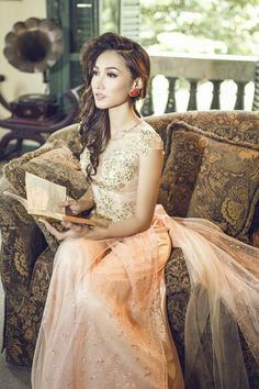 Beautiful westernized modern bridal Áo dai
