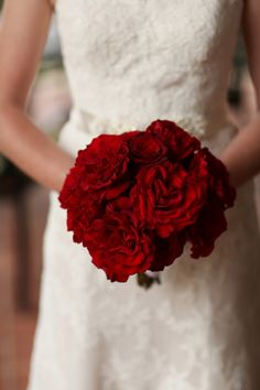 I like the single red rose in the middle. Photo via Project Wedding