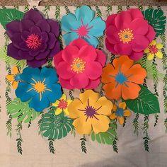 Paper Flower Patterns, Paper Flowers Craft, Paper Flowers Wedding, Paper Flower Wall, Flower Crafts, Paper Crafts, Flower Wall Backdrop, Flower Wall Decor, Flower Decorations