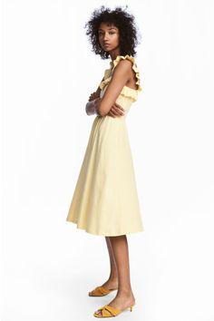 Frilled dress Model