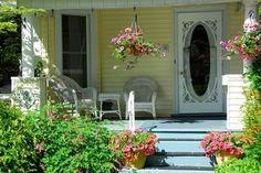 Front porch + article on painting concrete porch (via buzzle)