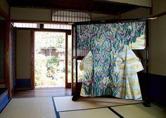 長艸繍巧房。京都西陣の伝統工芸「京繍」の巧房です。文化財修復や、様々な刺繍作品の制作・販売他、衣装デザインも手がけています。
