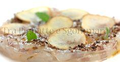 Carpaccio di mazzancolle, con sfoglie di pera, cioccolato fondente di Modica e fiocchi di sale | Tra Pignatte e Sgommarelli