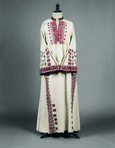 Long-sleeved chemise of off-white cotton H. Late century © Peloponnesian Folklore Foundation, Nafplion, Greece This chemise is part of the old type of. Greek Traditional Dress, Traditional Outfits, Gypsy Costume, Folk Costume, Historical Costume, Historical Clothing, Folk Clothing, Greek Dress, Playing Dress Up