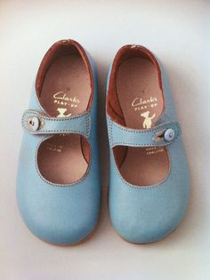 Vintage girls shoes from Clarks 'Play Ups' – they should reissue these! Vintage girls shoes from Clarks 'Play Ups' – they should reissue these! Little Girl Fashion, Fashion Kids, Fashion 2020, Clarks, Vintage Girls, Vintage Shoes, Vintage Children, Vintage Kids Clothes, Children Clothes
