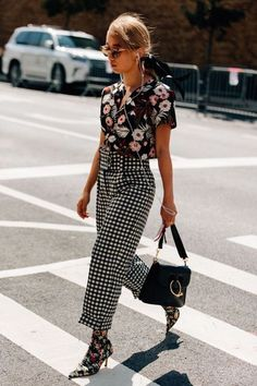 If you're looking for a way to create the ultimate fashionista look this Summer, then mixing prints is it! Street Style Summer, Street Style Looks, Looks Style, Street Style Women, Street Styles, Fashion Outfits, Womens Fashion, Fashion Trends, Fall Outfits
