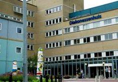 19-Jul-2014 18:47 - RUZIE IN DIAKONESSENHUIS UTRECHT. In het Diakonessenhuis in Utrecht liggen directie en medisch specialisten met elkaar overhoop over de veiligheid van patiënten. De afgelopen twee jaar zijn er 25 tot 30 calamiteiten gemeld bij de Inspectie voor de Gezondheidszorg (IGZ). Met name de chirurgen in het ziekenhuis zouden de regels niet naleven en een angstcultuur veroorzaken. De directie heeft de IGZ ingeschakeld. En die constateert dat er veel mis is. Het botert al langer...