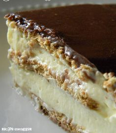 Stupidly Easy No-Bake Eclair Cake - Uses graham crackers and vanilla pudding!