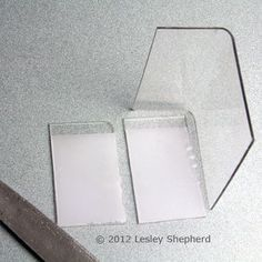 Round the top corners of the dollhouse display case using a file and sandpaper. Tips on working with various types of plastic for miniatures, dollhouse miniatures, and models. Includes polishing plastics and simple plastic welding. Dollhouse Miniature Tutorials, Miniature Crafts, Diy Dollhouse, Miniature Dolls, Dollhouse Miniatures, Miniature Furniture, Doll Furniture, Dollhouse Furniture, Clear Plastic Sheets