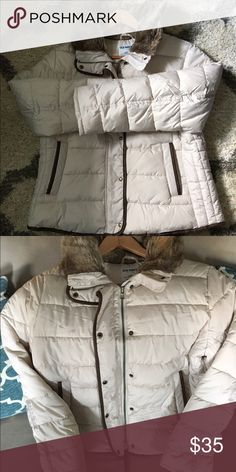 Womens Old Navy Coat Cute women's Old Navy coat. Adult large petite... This coat is pretty new in excellent condition worn a few times. It's short and comfy.. Smoke Free Home! Make an offer 😊 Old Navy Jackets & Coats Puffers
