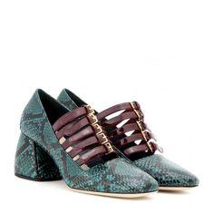 Miu Miu Snakeskin Pumps (25.131.330 VND) ❤ liked on Polyvore featuring shoes, pumps, miu miu, green, green shoes, snake skin shoes, miu miu shoes and green pumps