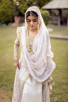 Pakistani Fashion Party Wear, Pakistani Wedding Outfits, Pakistani Dresses Casual, Pakistani Wedding Dresses, Indian Fashion Dresses, Pakistani Dress Design, Indian Outfits, Desi Wedding Dresses, Asian Bridal Dresses