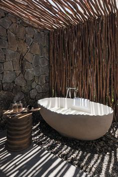Fabulous Outdoor Shower Ideas Letting You Cherish a Comforting Open-Air Bath! - Fabulous Outdoor Shower Ideas Letting You Cherish a Comforting Open-Air Bath! Outdoor Bathtub, Outdoor Bathrooms, Outdoor Showers, Outdoor Toilet, Luxury Bathrooms, Modern Bathrooms, Outdoor Rooms, Indoor Outdoor, Home Design