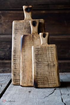 Vintage style chopping boards – great for serving dinner in the middle of the table – dinner Diy Cutting Board, Wood Cutting Boards, Wooden Chopping Boards, Small Wood Projects, Creation Deco, Wooden Kitchen, Wooden Crafts, Woodworking Crafts, Wood Pallets
