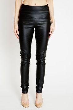 <ul> <li>Wide+self+waistband.</li> <li>Seam+detailing+at+waist+joint.</li> <li>Made+in+the+USA.</li> </ul>
