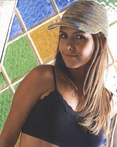 Женская летняя кепка, связанная крючком - фото
