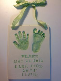 This unique personalized baby plaque is the perfect gift for a new mom. Memories In Clay sends Handprint kit to capture detailed prints of the hand and foot of your newborn baby. Return the kit, and a few weeks later receive finished ceramic product that is fully customized to include baby name, birth date and stats. #HowdTheyDoThat