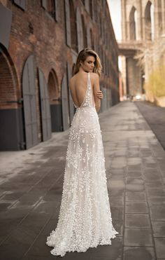 Getting the elegant wedding dresses elegant wedding dresses berta wedding dress collection spring 2018 dzjdzwh Vestidos Vintage, Dream Wedding Dresses, Backless Wedding Dresses, Wedding Dress 2018, Wedding Dress Low Back, Wedding Bride, Rustic Wedding, Beaded Wedding Dresses, Wedding Dress Casual