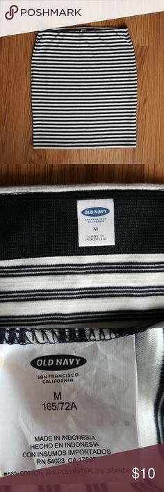 Old Navy Striped Mini Skirt Wear this cute mini black and white skirt to Beat the Heat! 🔥🏃♀️ Size medium, stretchy and tight fitting! 👄 Old Navy Skirts Mini