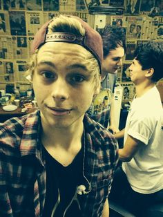 lol Michael and Calum in the back. I have noticed that weird shit happens in the back of lukes pics