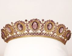 This famous amethyst tiara, made in France in the mid nineteenth century in the Empire style is made of gold and silver and has a complete set of amethysts of varying sizes, nine large ovals that focus on articulating the tiara and over 150 small.