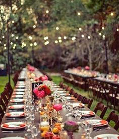What a lovely outdoor wedding reception ♡ wedding table setting