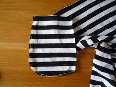 Dámské úpletové šaty s pružným pasem a kapsami | Tops, Women, Fashion, Bags Sewing, Sewing Patterns, Moda, Fashion Styles, Fashion Illustrations, Woman