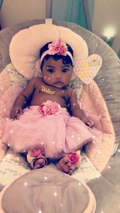 What a little cutie but cover your baby nippies. Cute Mixed Babies, Cute Black Babies, Black Baby Girls, Beautiful Black Babies, Cute Little Baby, Pretty Baby, Cute Baby Girl, Beautiful Children, Cute Babies