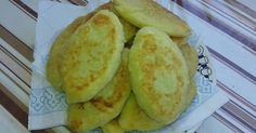 Potato zrazy is a popular Ukrainian dish. They are made with potato puree and can be filled with minced meat, mushrooms or mashed peas. Potato Cutlets, Potato Puree, Homemade Cosmetics, Bon Appetit, Stuffed Mushrooms, Potatoes, Cooking Recipes, Bread, Dishes