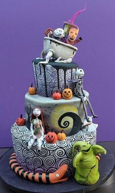 Nightmare Before Christmas Cake Design Bolo Halloween, Halloween Torte, Dessert Halloween, Halloween Birthday Cakes, Christmas Birthday, Halloween Cake Decorations, Halloween Treats, Christmas Wedding, Cute Halloween Cakes