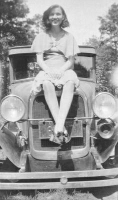 Blanche Barrow 1930 I'm young, dumb and want've stole Bonnie And Clyde Photos, Bonnie Clyde, Famous Outlaws, Bonnie Parker, Mafia Gangster, History Photos, Past Life, Old Pictures, Vintage Photos